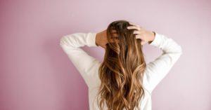 頭皮のにおいで悩む女性へすすめたいシーブリーズのプレシャンプー